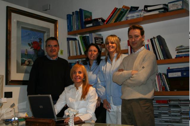 Una foto del team dello staff dello studio dentistico Azzini a Trento
